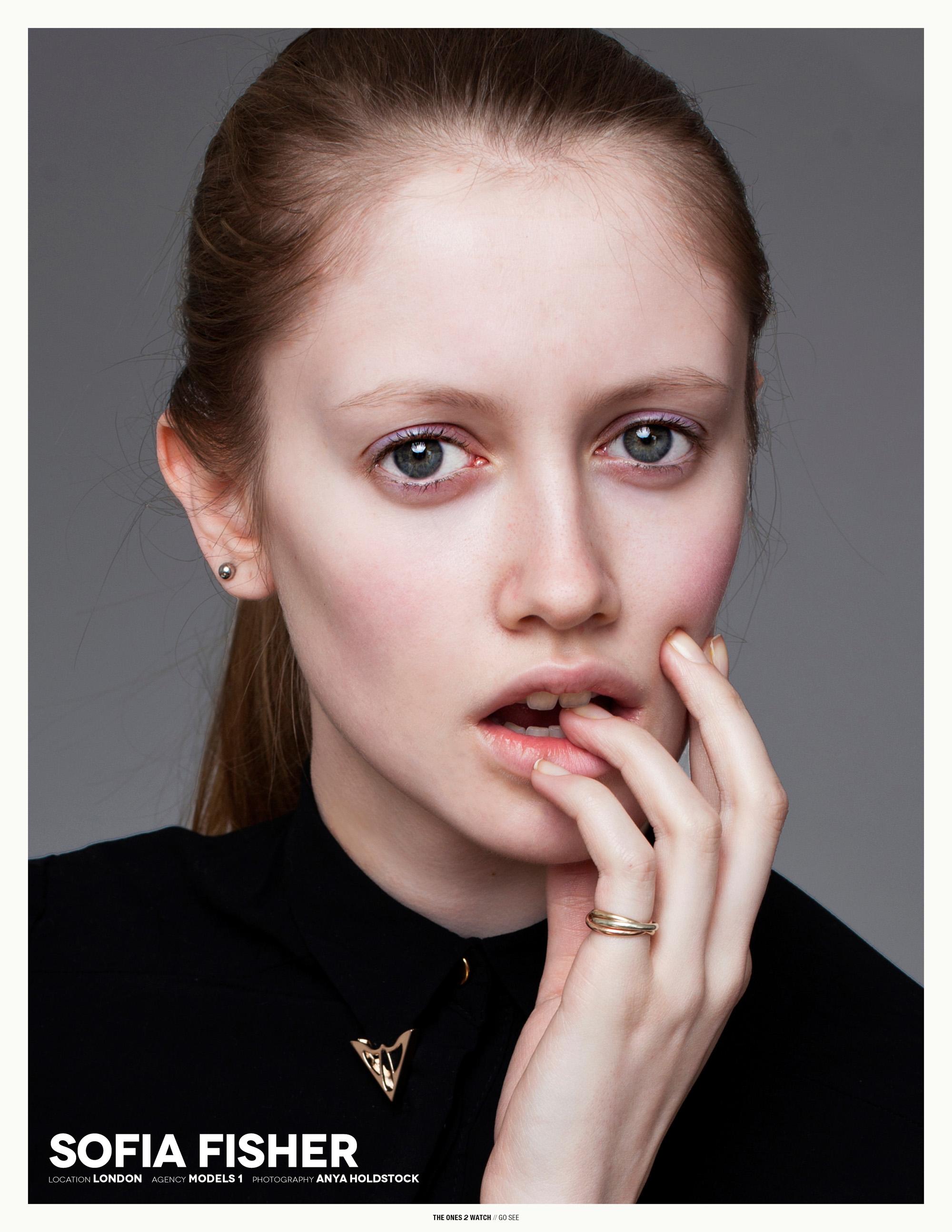 gosee-london-sofia@models1-anyaholdstock
