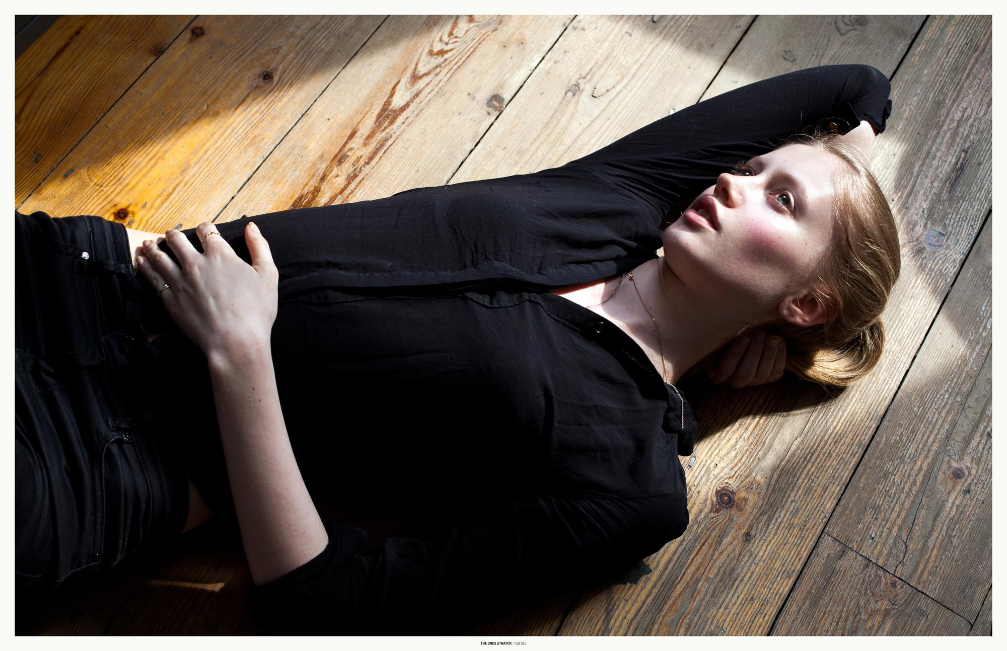 gosee-london-sofia@models1-anyaholdstock2